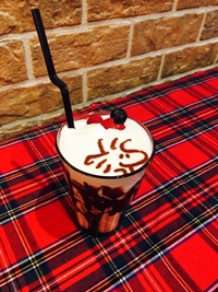 ウッドストックいちごチョコミルク