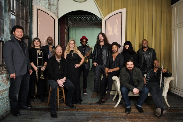 Tedeschi_Trucks_Band_Photo_Credit_Tedeschi_Trucks_Band_Band.jpg