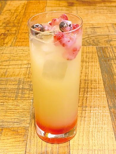 ヒカリとテイルモンのグレープフルーツジュース