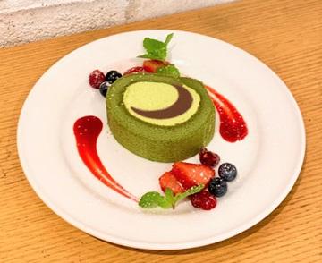 紅月の抹茶ロールケーキ