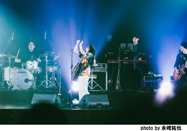あいみょん、初の上海公演「AIMYON LIVE IN SHANGHAI」開催。満員御礼の観客を前に全19曲を披露