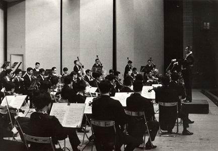 ペーター・シュヴァルツ(指揮)、札幌交響楽団