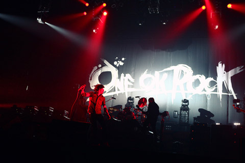 one ok rock 横浜 アリーナ グッズ